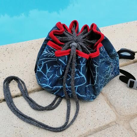 Le sac de piscine, les pieds au sec