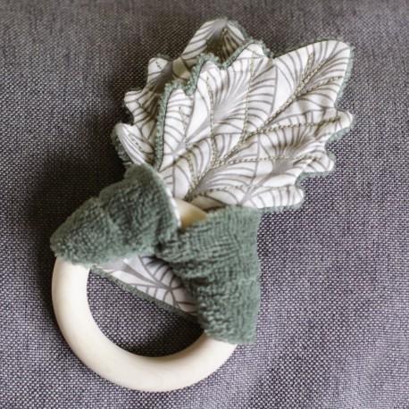 L'anneau de dentition & son doudou feuilles